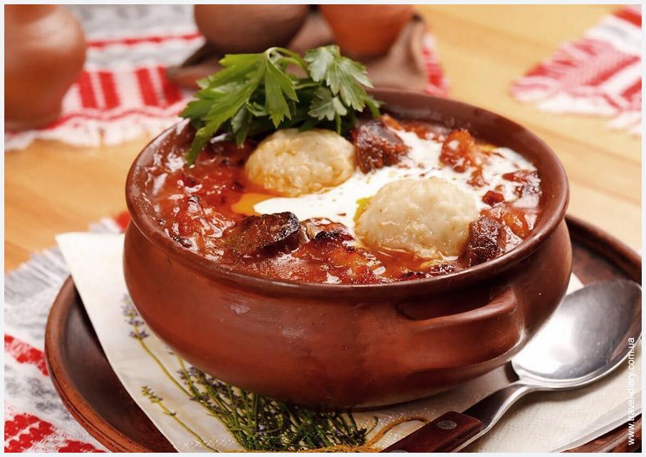 В древние времена колдуны готовили из теста на основе муки, яиц, лукового сока и соли.